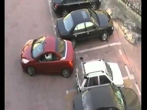 Девушка круто припарковалась и наказала хама!