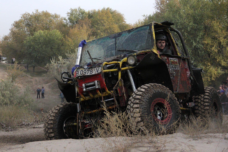Off-road гонки в Киргизии: грязь, болота и адреналин