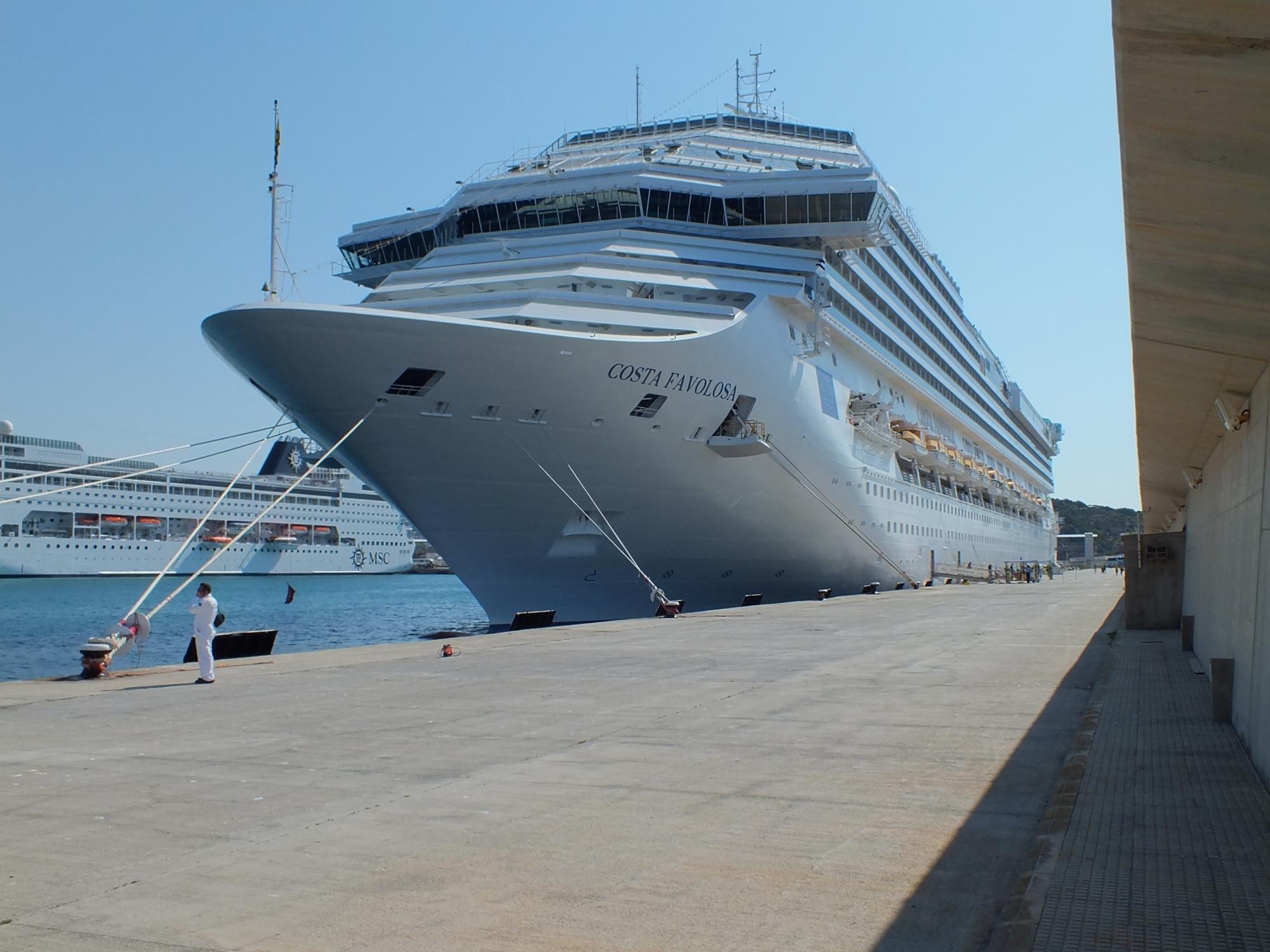 Круиз на лайнере Costa Favolosa