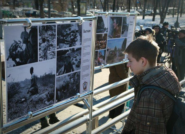 Фотовыставка в Новопушкинском сквере