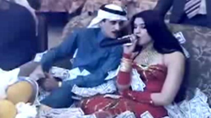Очарованный арабский шейх искупал певицу в деньгах