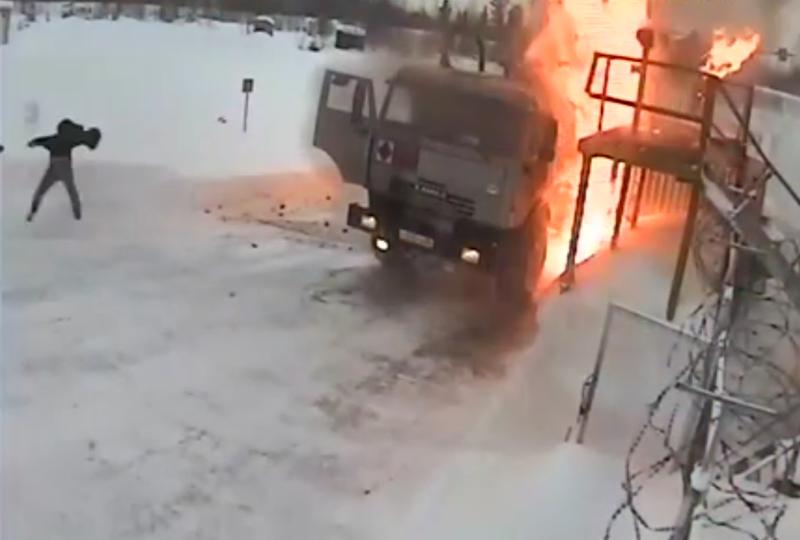 Взрыв бензовоза на заправке