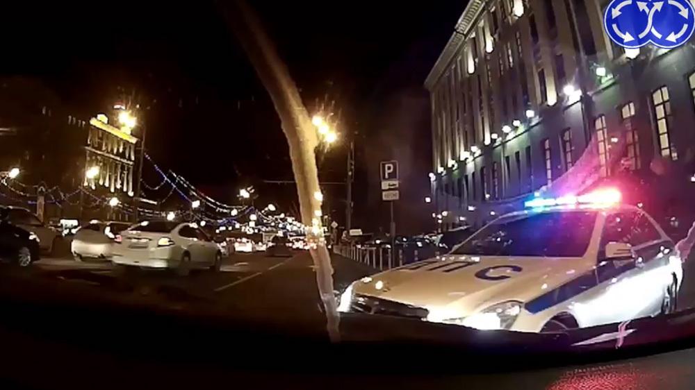 Незаконно захваченная парковка у министерства в Москве