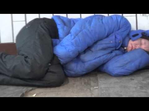 Бездомный у метро