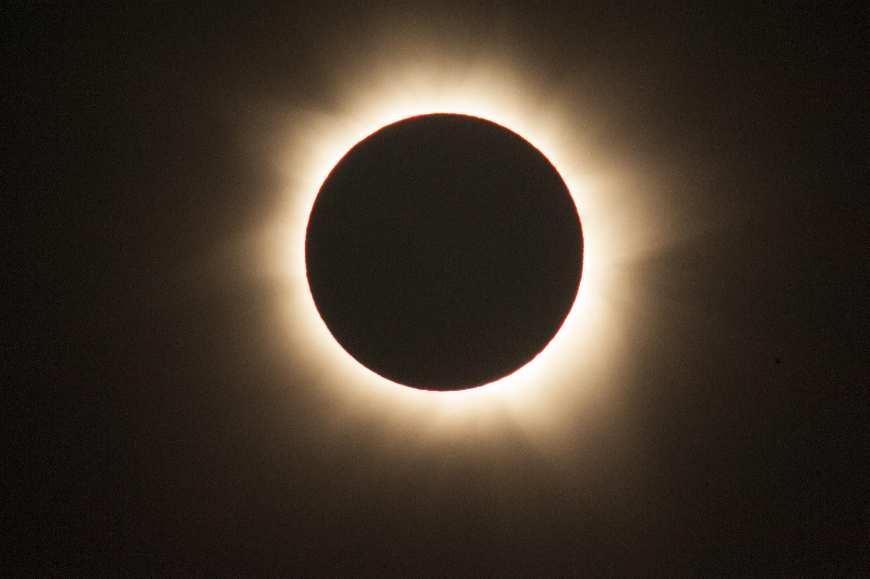 Солнечное затмение онлайн
