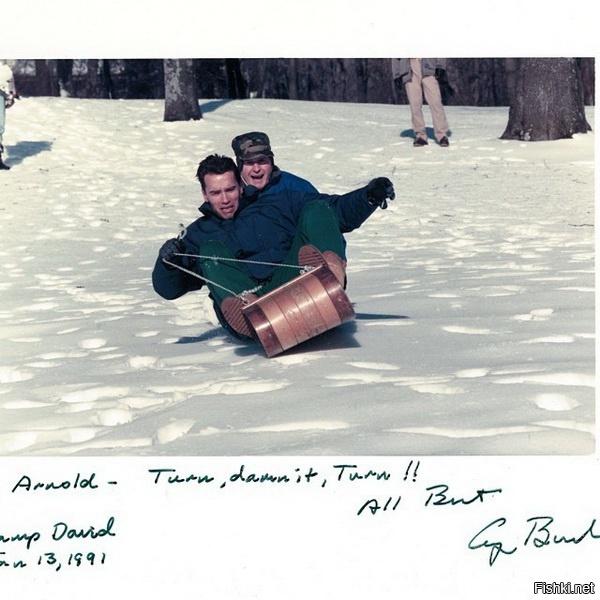 Арнольд Шварценегер  катается на санках, 1991г