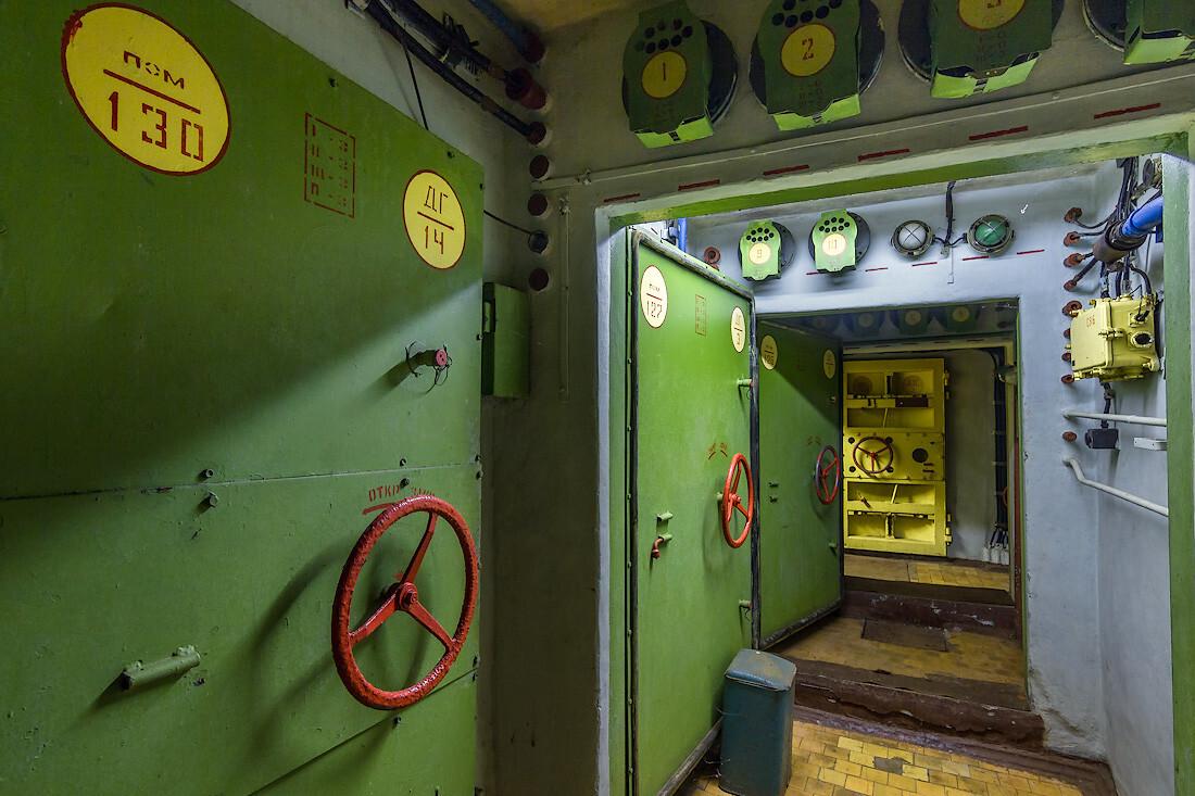 Экскурсия по секретному советскому бункеру