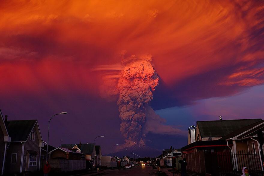 20 впечатляющих фотографий извержения вулкана Кальбуко в Чили