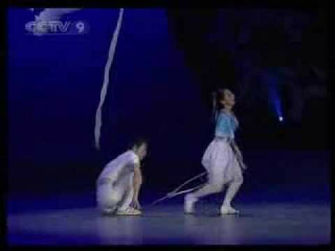 Великолепное выступление китайских танцеров