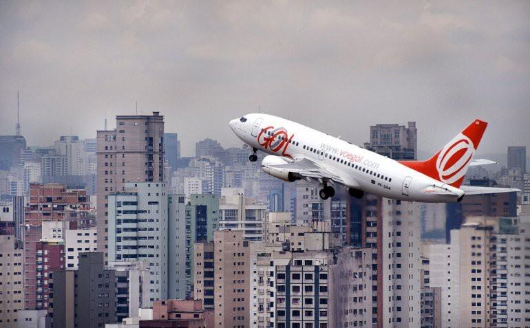 Что произойдет, если открыть аварийный выход во время полета?
