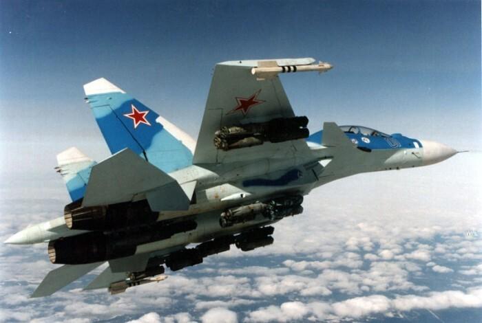 Истребитель РФ пролетел рядом с разведчиком США над Черным морем