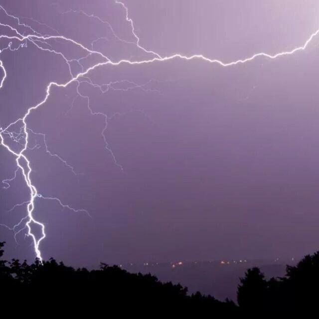 17 удивительных фотографий, сделанные бесстрашным охотником за молниями