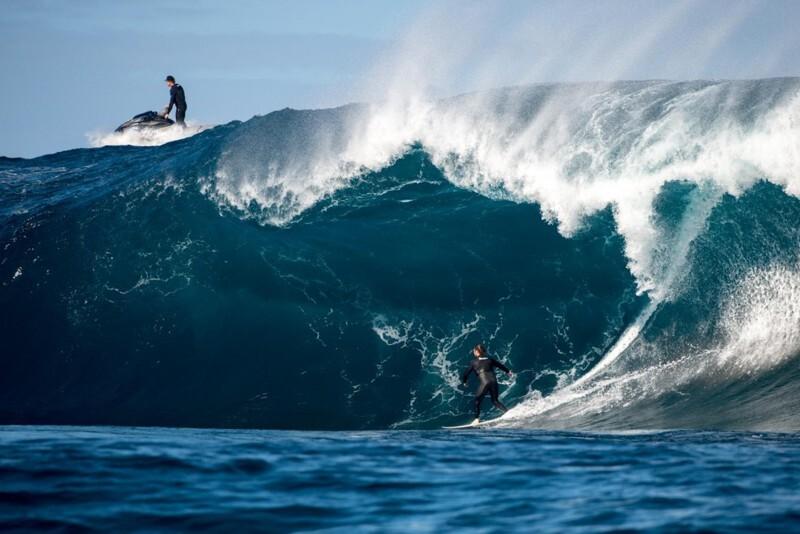 Сёрферы на 18-метровых волнах у берегов Западной Австралии