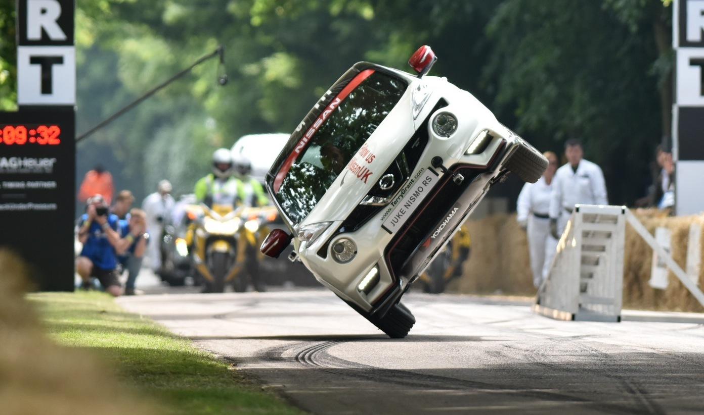 Nissan Juke проехал на двух колесах в Гудвуде