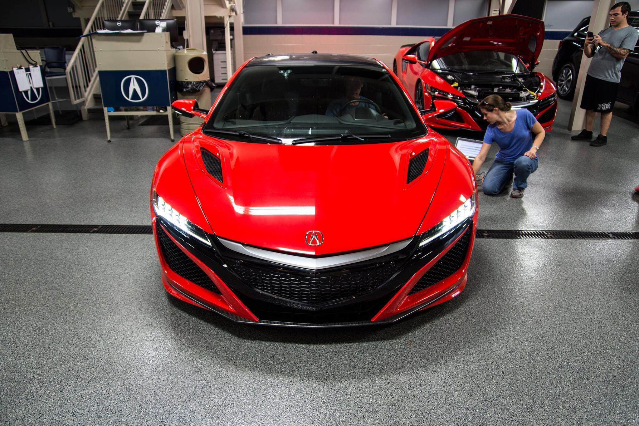 Живые фотографии новеньких спорткаров Acura NSX