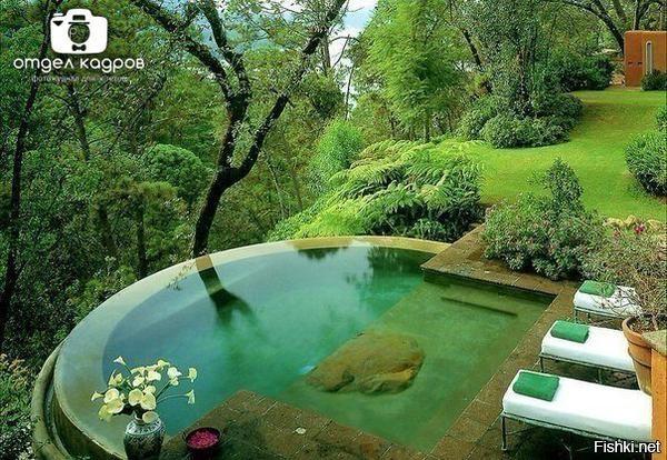 Бассейн в номере отеля на острове Бали, Индонезия