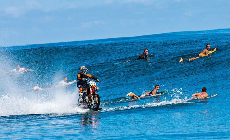Лови волну на мотоцикле