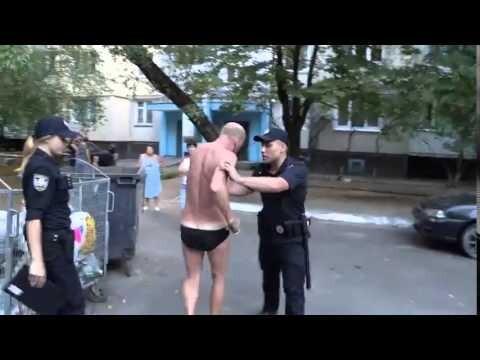 Нарушитель накинулся на патрульных Киева