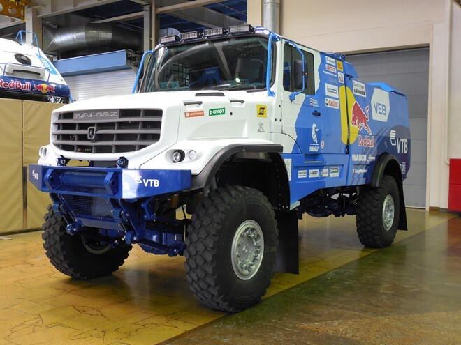 Новый капотный грузовик«КАМАЗ-мастер»перевернулся на М-7 под Челнами