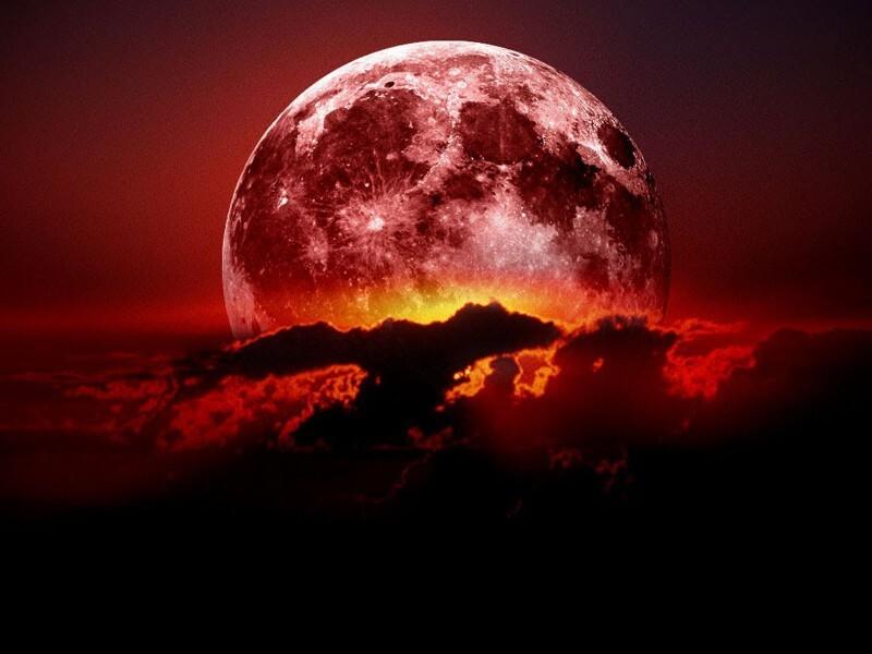 """В выходные люди смогут наблюдать редкое астрономическое явление """"Кровавую"""" Луну"""