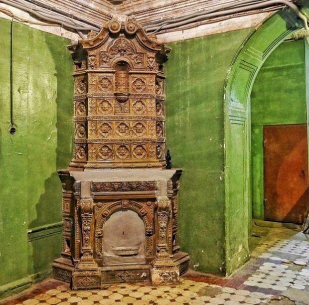 Камины и печи в старинных домах Санкт-Петербурга