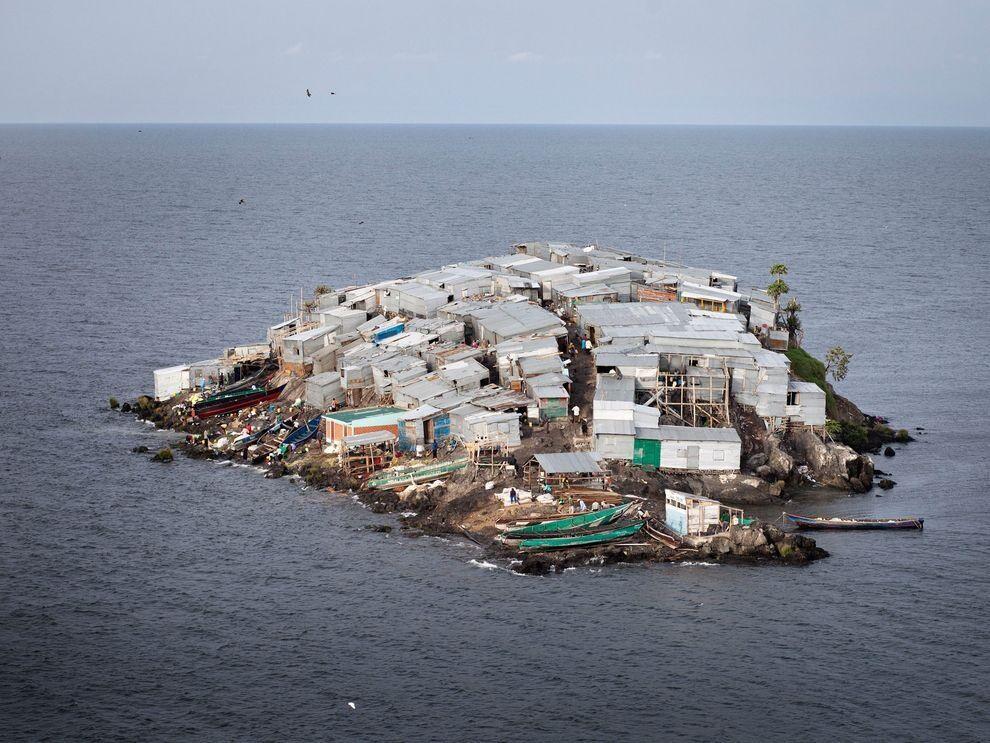 Жители этого острова могут показаться странными. Но у них есть причины, чтобы оставаться на нём