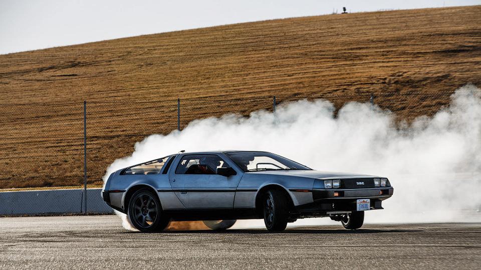 DeLorean превратили в беспилотник для дрифта