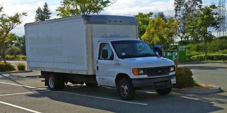 Молодой сотрудник Google живет в грузовике на парковке компании