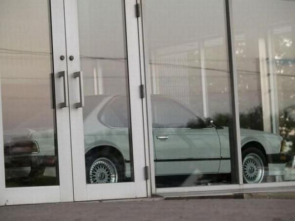 В канадском городе Онтарио один из дилерских центров BMW стоит закрытым вот уже 23 года