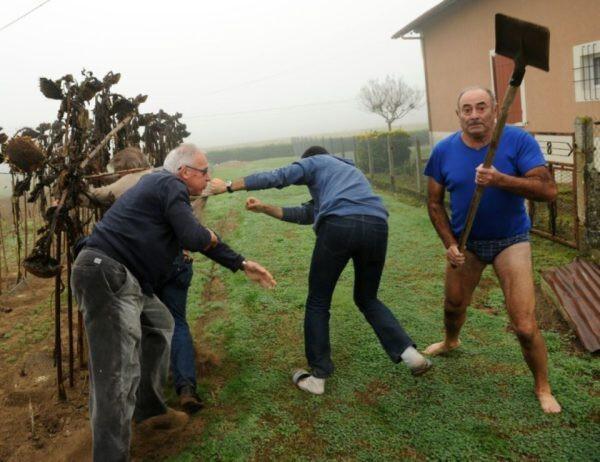 Французкий фермер с лопатой
