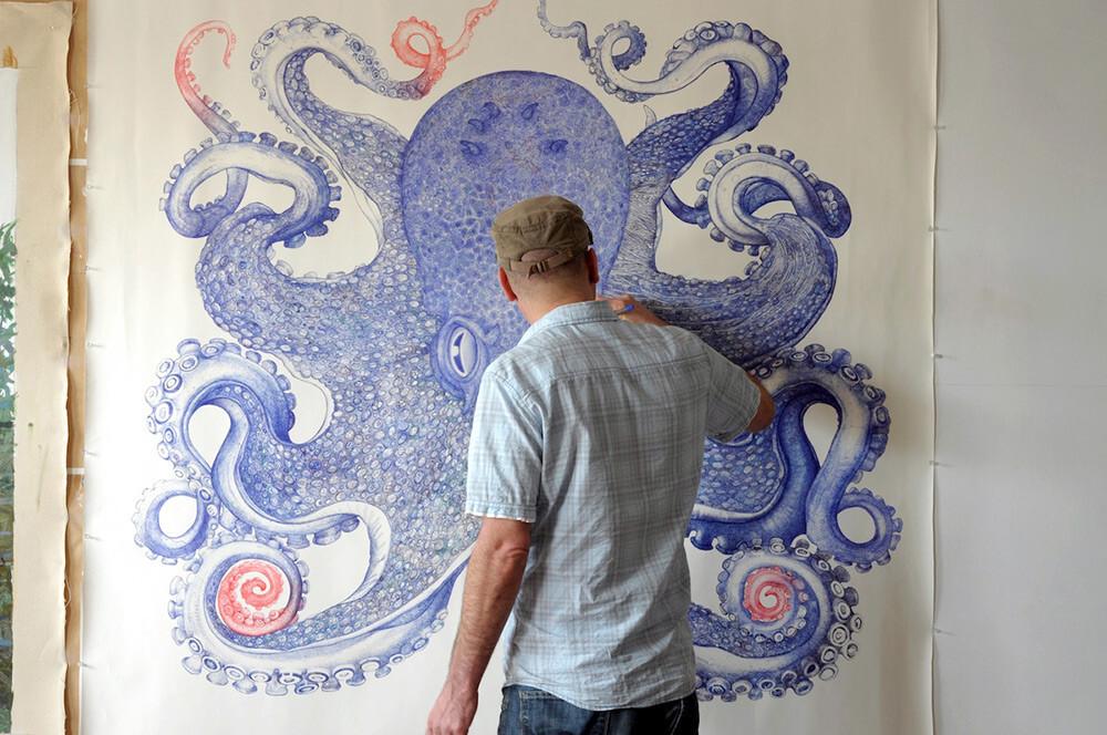 Художник потратил 1 год, чтобы нарисовать огромного осьминога, используя лишь шариковые ручки