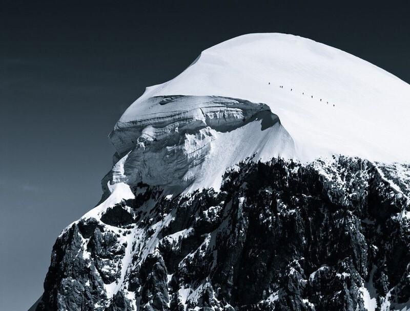 Масштаб природы: фотографии людей в Альпах, демонстрирующие как мы малы в этом мире