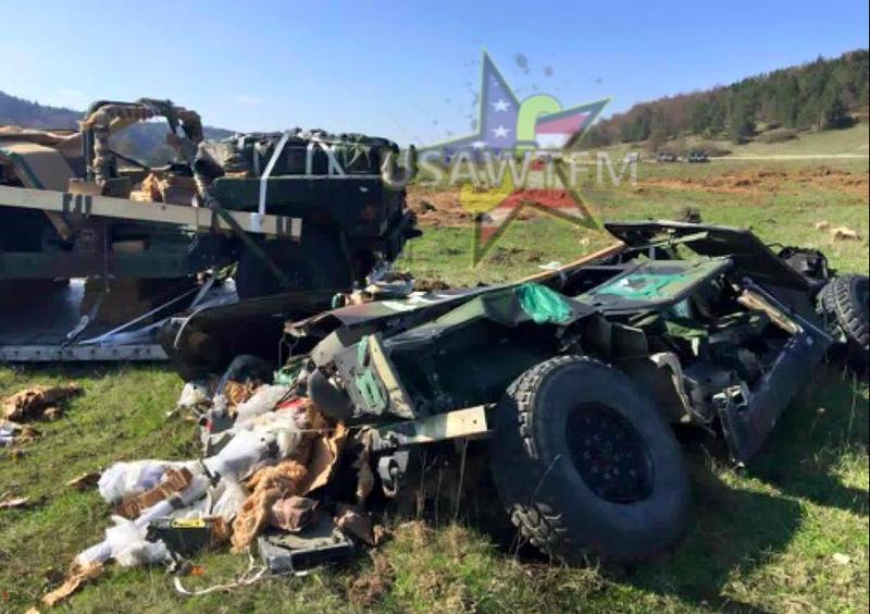 """Армейские Хамви разбились в """"лепешку"""" на учениях НАТО"""