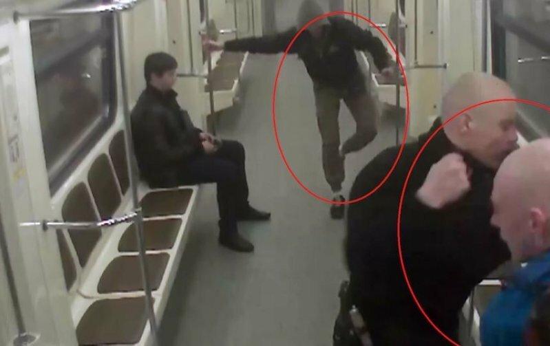 Московские полицейские задержали несовершеннолетних скинхедов, избивших в метро мигрантов