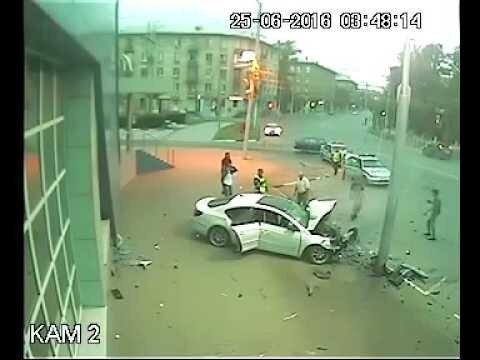 В Рязани 16-летняя девушка на «Фольксвагене» врезалась в столб