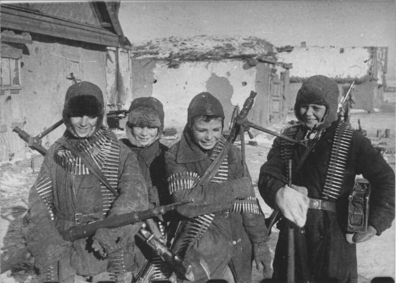 О том, как 11-16 летние детдомовцы два дня защищали свою деревню от фашистов. Вгаг был отброшен