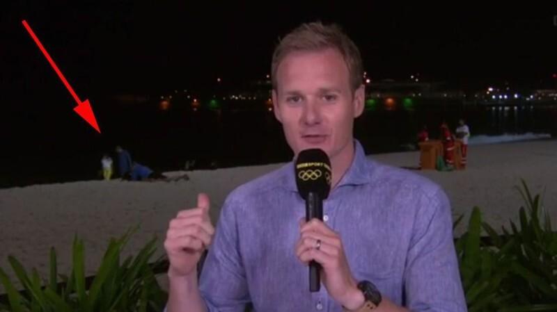 Секс на пляже попал в кадр спортивного репортажа из Рио