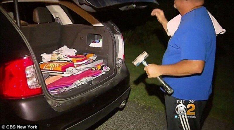 Отставной полицейский спас младенца из раскаленной машины