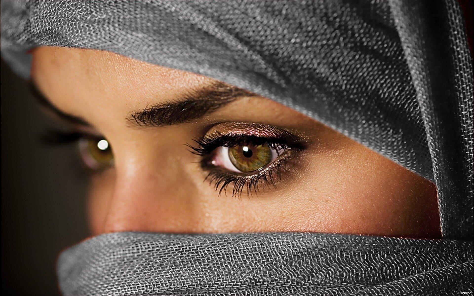 У мусульманина спросили почему ваши девушки надевают платки