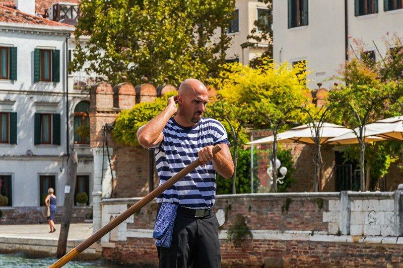 Элитная каста мужчин с веслом