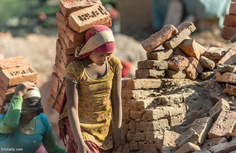 Проданная за 15 долларов индийская школьница сбежала от хозяев