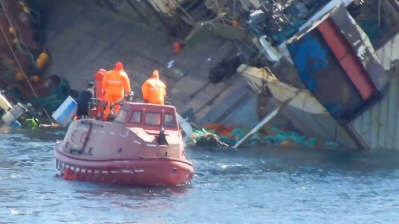 Крушение промыслового судна