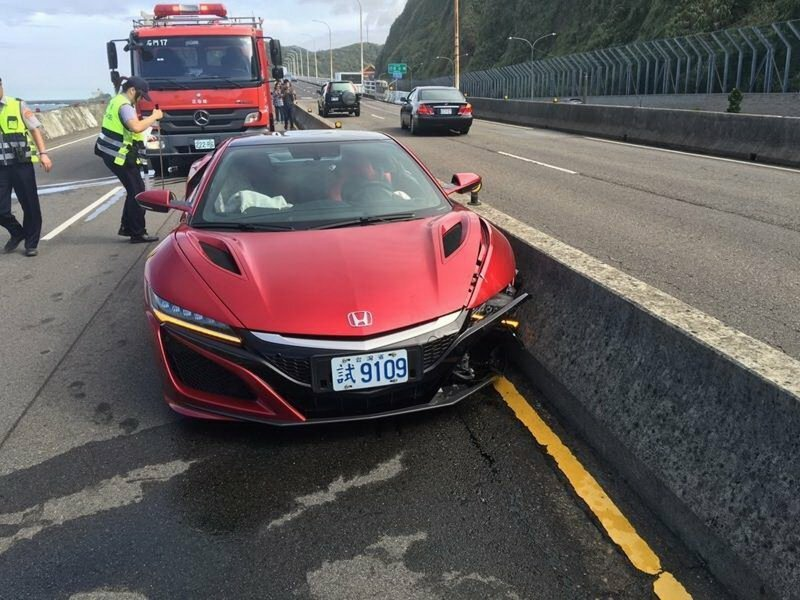 Автомобильный журналист разбил суперкар Honda NSX
