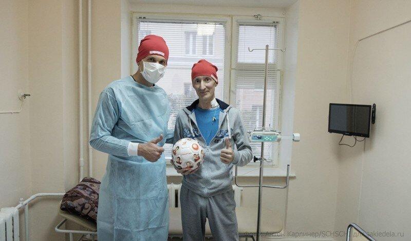 Российский футболист поддержал больных раком крови