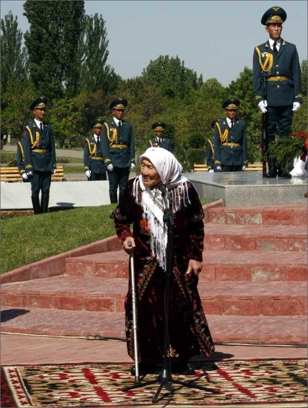 В Кыргызстане умерла женщина, усыновившая 150 детей из блокадного Ленинграда