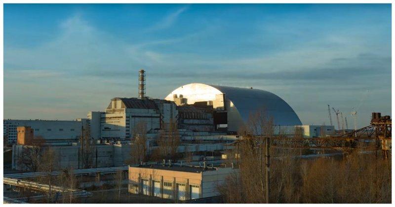 Это был удивительный подвиг инженеров! Самая большая из когда-либо построенных передвижных наземных конструкций накрыла четвертый энергоблок Чернобыльской АЭС