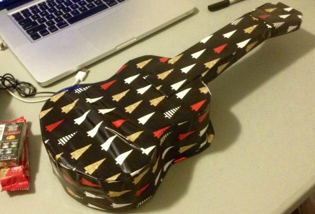 Ждешь гитару, а получаешь футболку — рождественские сюрпризы от знатных троллей