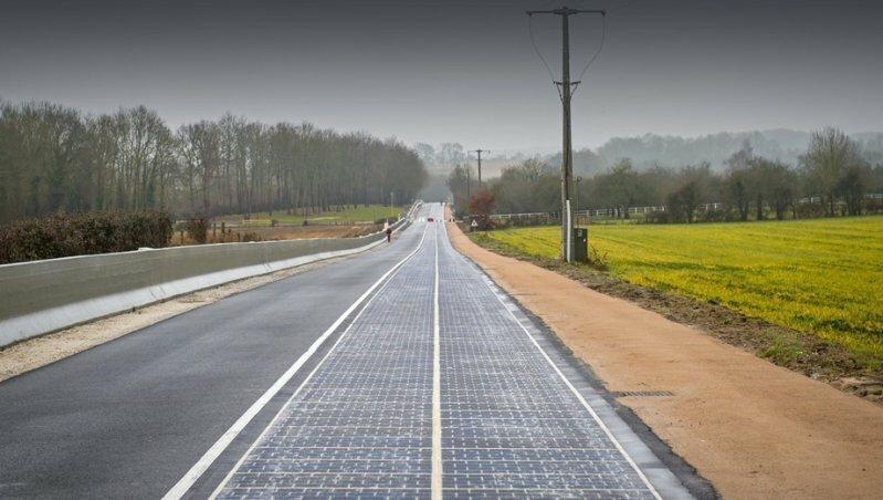 Во Франции открыли первую в мире дорогу из солнечных батарей
