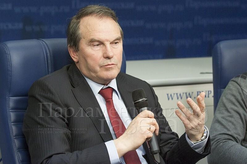 Сенатор Игорь Морозов заявил, что Греф — «конченая скотина»