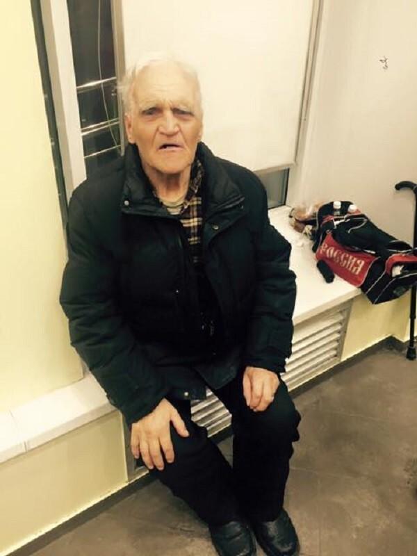 """""""Его выжили из дома"""": пожилой екатеринбуржец больше месяца живет на улице"""
